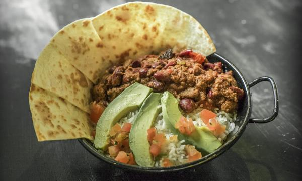 Piatto di chili di carne